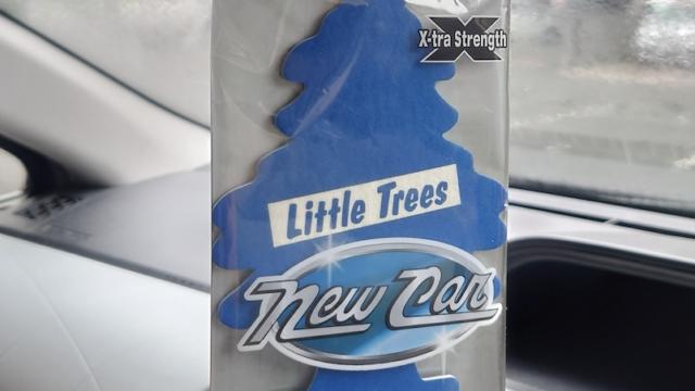 アメリカ製の車の芳香剤。『新車の香り』